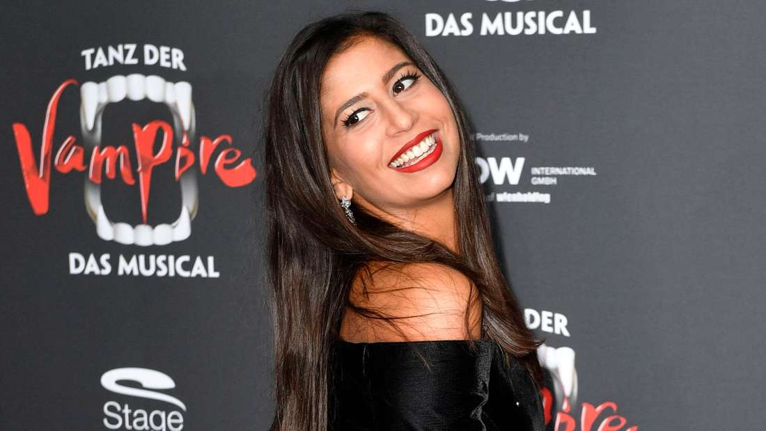 Eva Benetatou lächelt in die Kamera.