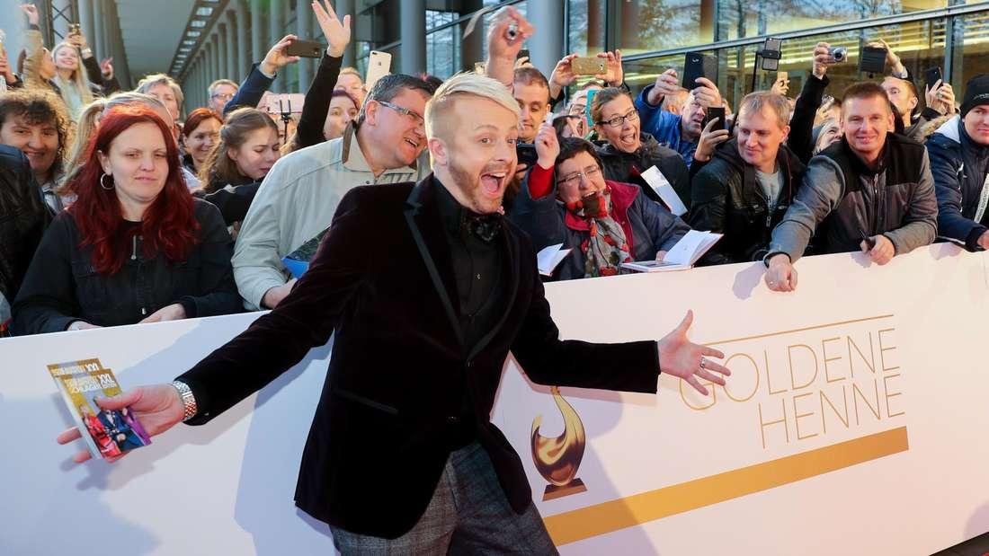 Ross Antony vor Fans bei der Verleihung der Goldene Henne 2018