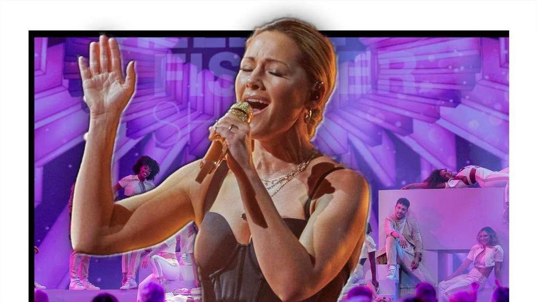 Helene Fischer singt in ein Mikrofon und streckt die Hand aus (Fotomontage)