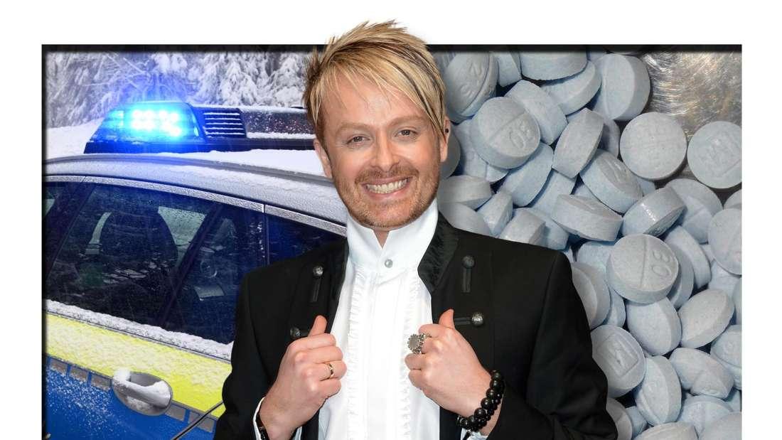 Ross Antony lächelt, im Hintergrund sind ein Polizeiauto und mehrere Tabletten zu sehen (Fotomontage)