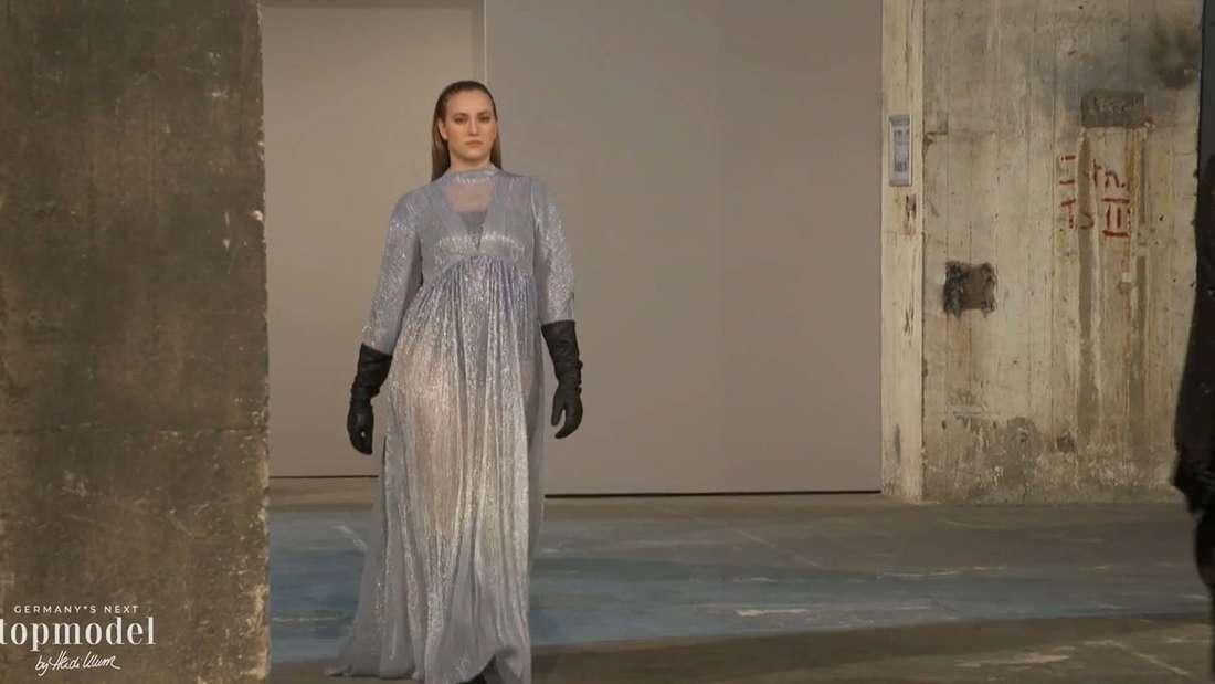 Dascha läuft auf der Fashion Week für Kilian Kerner