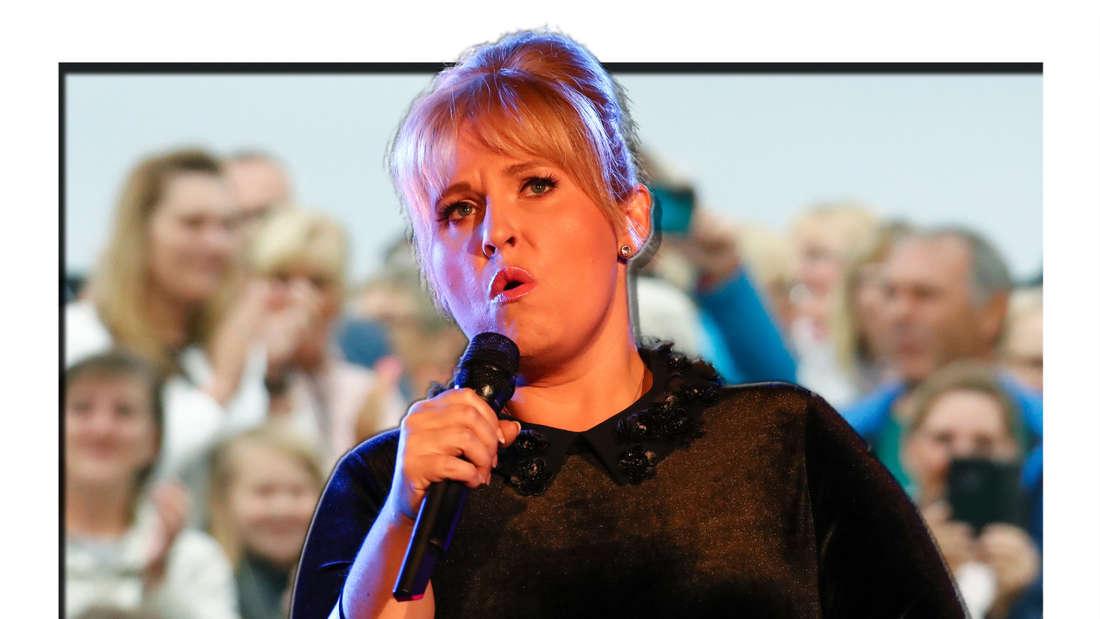Maite Kelly singt in ein Mikrofon, im Hintergrund sieht man eine Menschenmenge (Fotomontage)