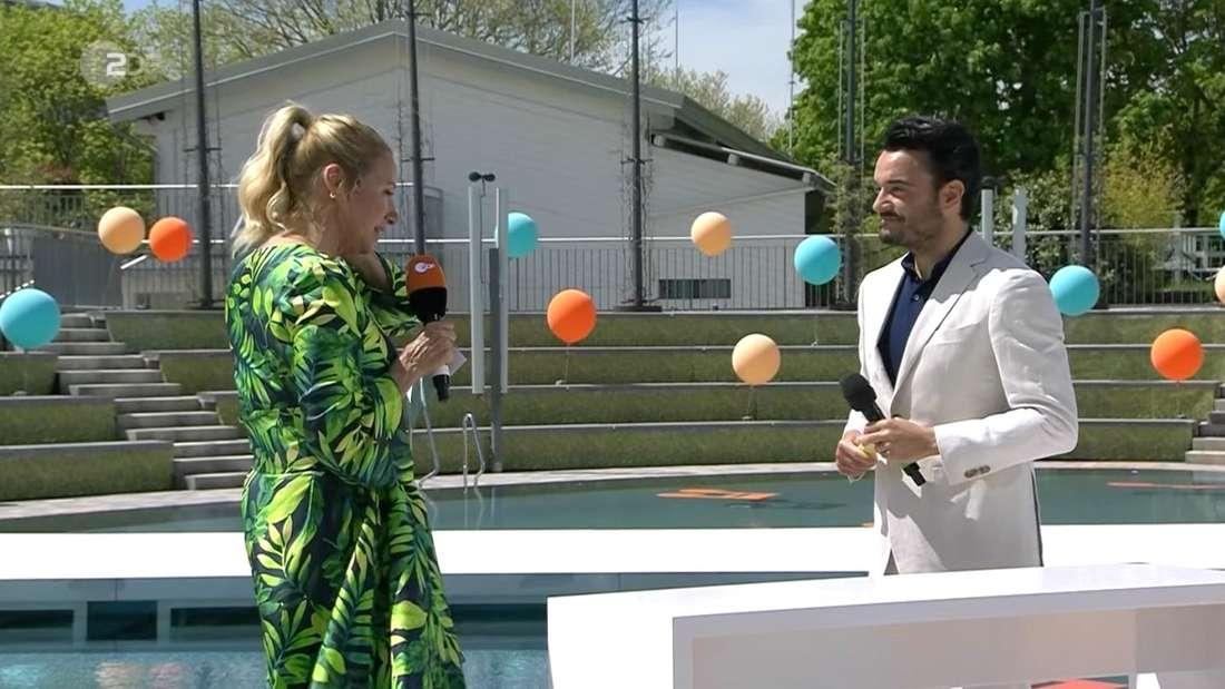 Andrea Kiewel verrät im ZDF-Fernsehgarten: Ihre Mutter bekam zum Muttertag lediglich eine WhatsApp.