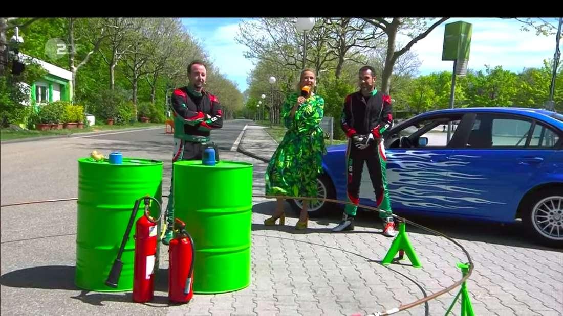 Andrea Kiewel mit den beiden Stuntmännern Patrik Folco und Darix Folco im ZDF-Fernsehgarten