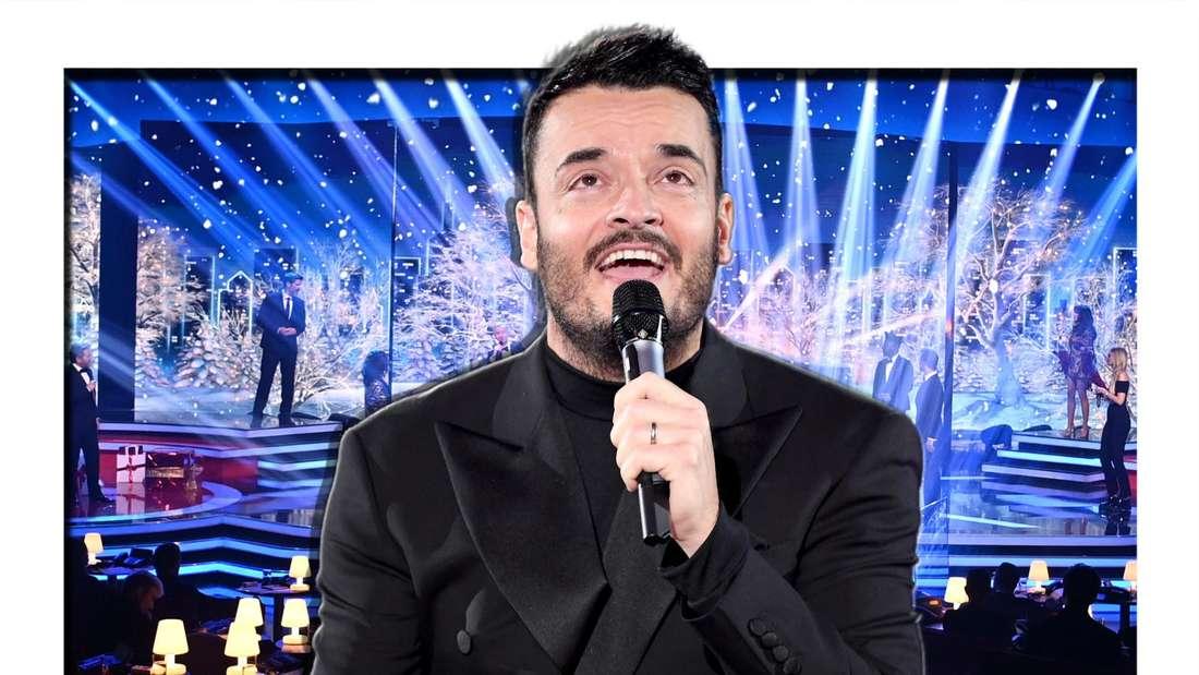 Giovani Zarrella singt in ein Mikrofon und blickt an die Decke, im Hintergrund sieht man eine Showbühne (Fotomontage)