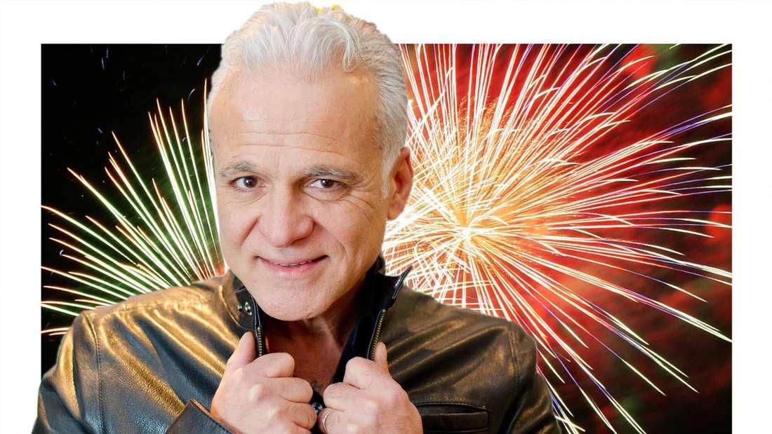 Nino de Angelo vor einem Hintergrund aus Feuerwerk. (Fotomontage)