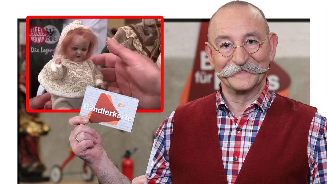 Horst Lichter hält eine Händlerkarte hoch, daneben ist eine Puppe zu sehen (Fotomontage)