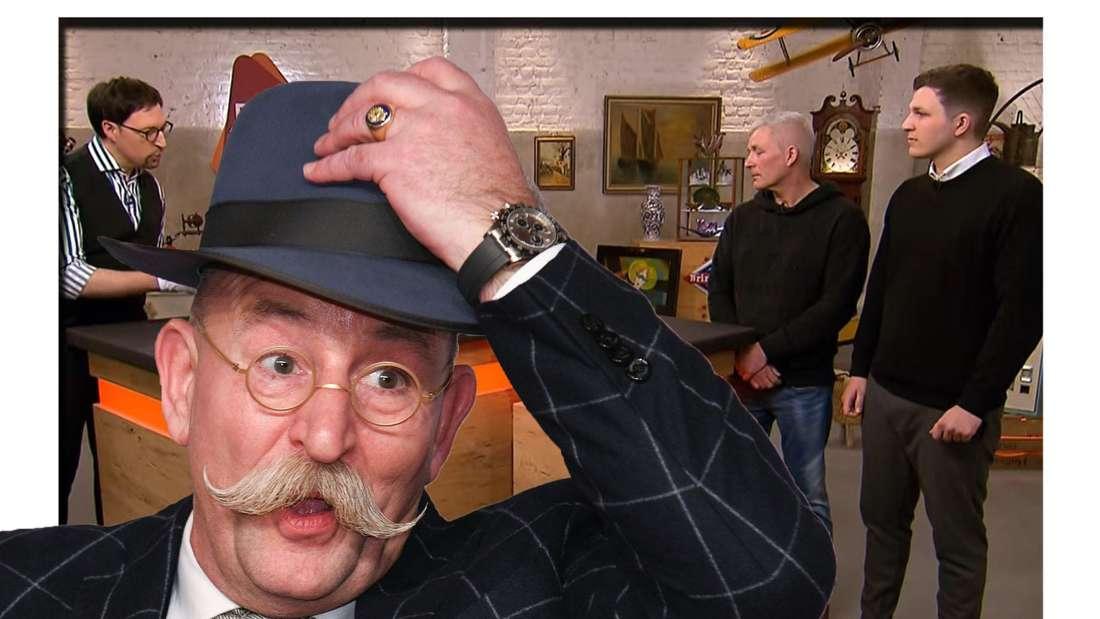 Horst Lichter schaut mit weit aufgerissenem Mund in die Kamera - im Hintergrund ist das Vater-Sohn-Duo bei Bares für Rares zu sehen (Fotomontage)