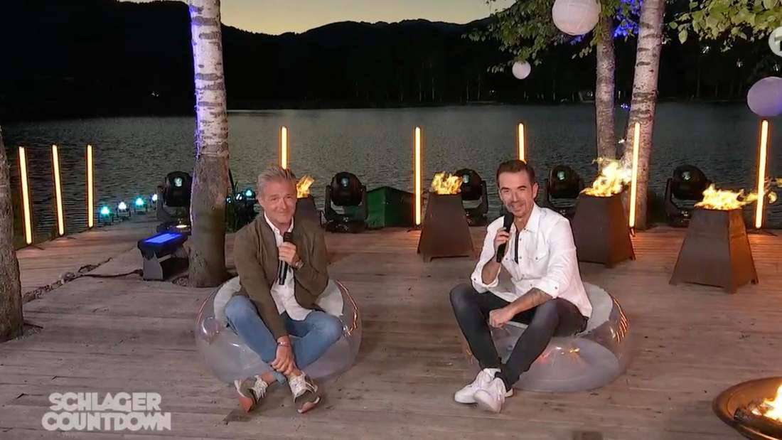 """Christoff de Bolle und Florian Silbereisen sitzen in der Sendung """"Schlagercountdown"""" in Kitzbühel nah beieinander"""