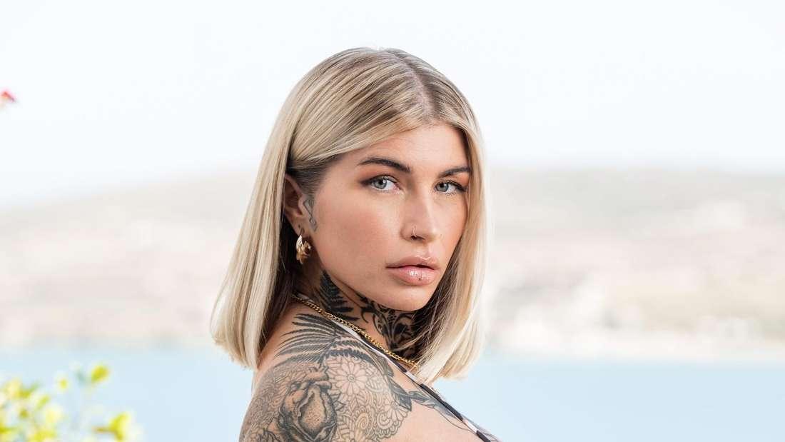Tättowierte Stefanie Herrmann im Bikini