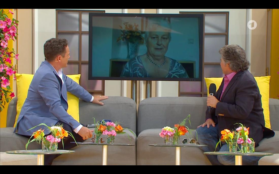 """Stefan Mross und Andy Borg bei """"Immer wieder sonntags"""" reden via Videoschaltung mit der ehemaligen Haushälterin von Rex Gildo"""