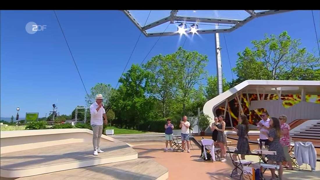 Endlich wieder Live-Publikum im ZDF-Fernsehgarten: Ramon Roselly auf der Bühne