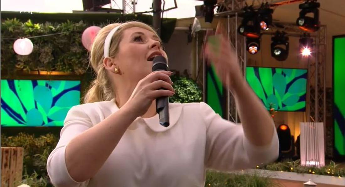 """Schlager: Maite Kelly sucht die Liebe mit einem Luftballon - """"Schick mir einen Mann!"""""""