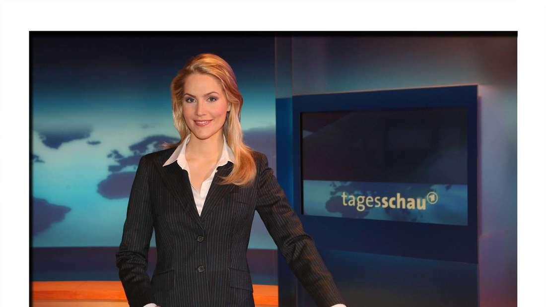 Fernsehmoderatorin Judith Rakers anlässlich eines Pressetermins im Fernsehstudio der ARD-Tagesschau in Hamburg