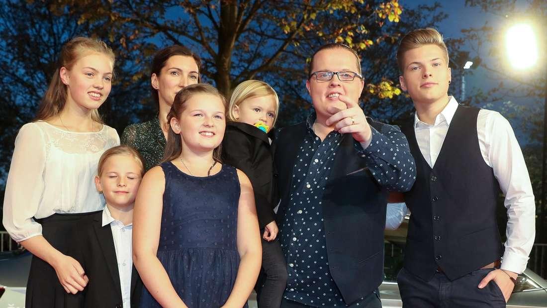 """Angelo Kelly gemeinsam mit seiner Familie bei der Verleihung der """"Goldenen Henne"""""""