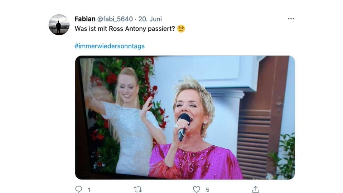 """Tweet zur zweiten Folge von """"Immer wieder sonntags"""" mit Stefan Mross. Ein Fan vergleicht Inka Bause mit Ross Antony"""
