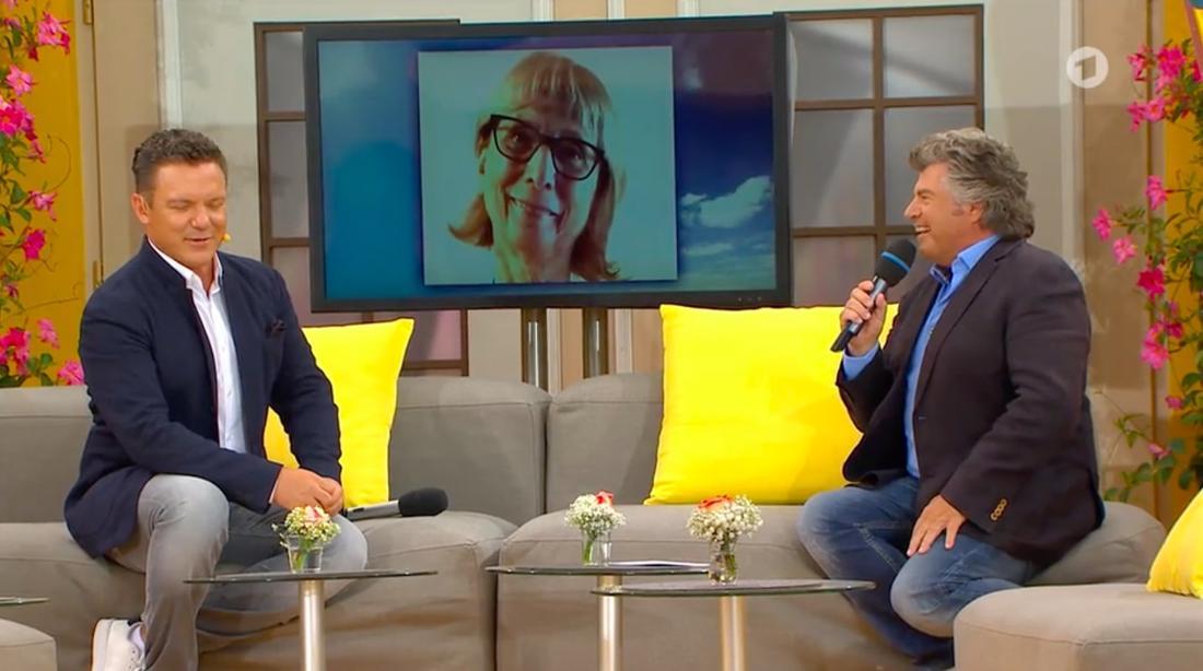 "Stefan Mross und Andy Borg telefonieren bei ""Immer wieder sonntags"" mit Peter-Alexander-Fan Angelika"
