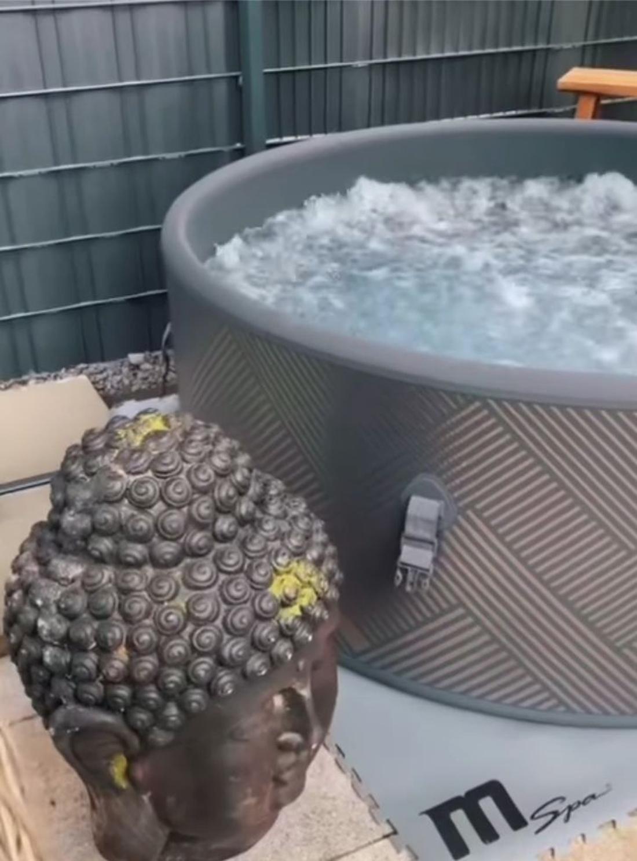 Schlager: Sarah Engels zeigt Mega-Whirlpool im Garten
