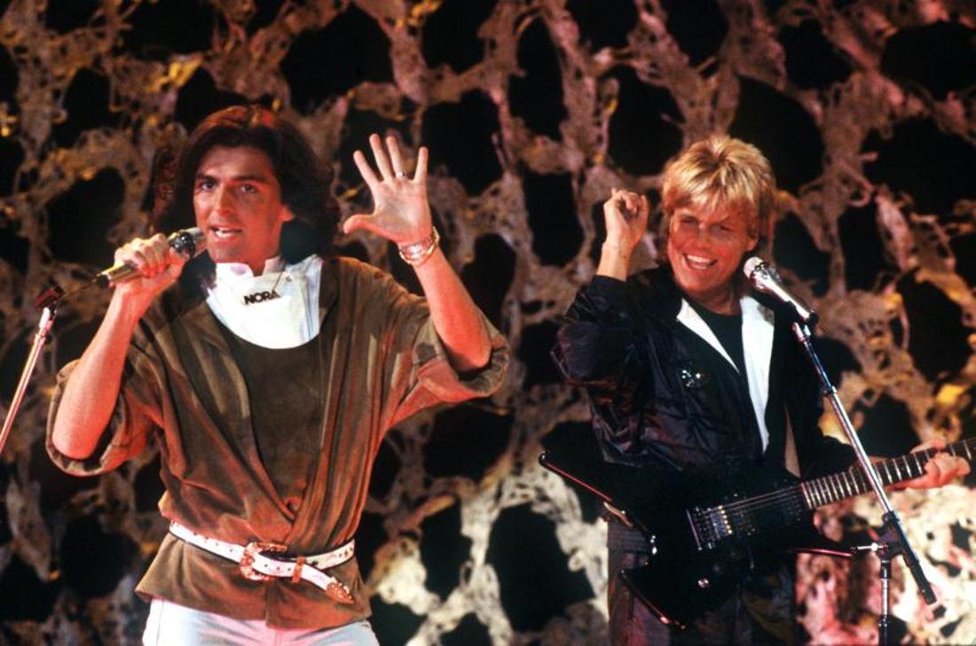 Das deutsche Pop-Duo «Modern Talking» mit Thomas Anders (l) und Dieter Bohlen singt am 11.11.1985 in Saarbrücken.