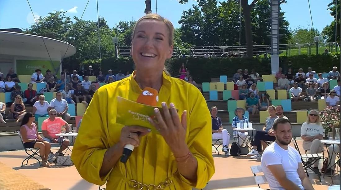 Andrea Kiewel lacht im ZDF-Fernsehgarten
