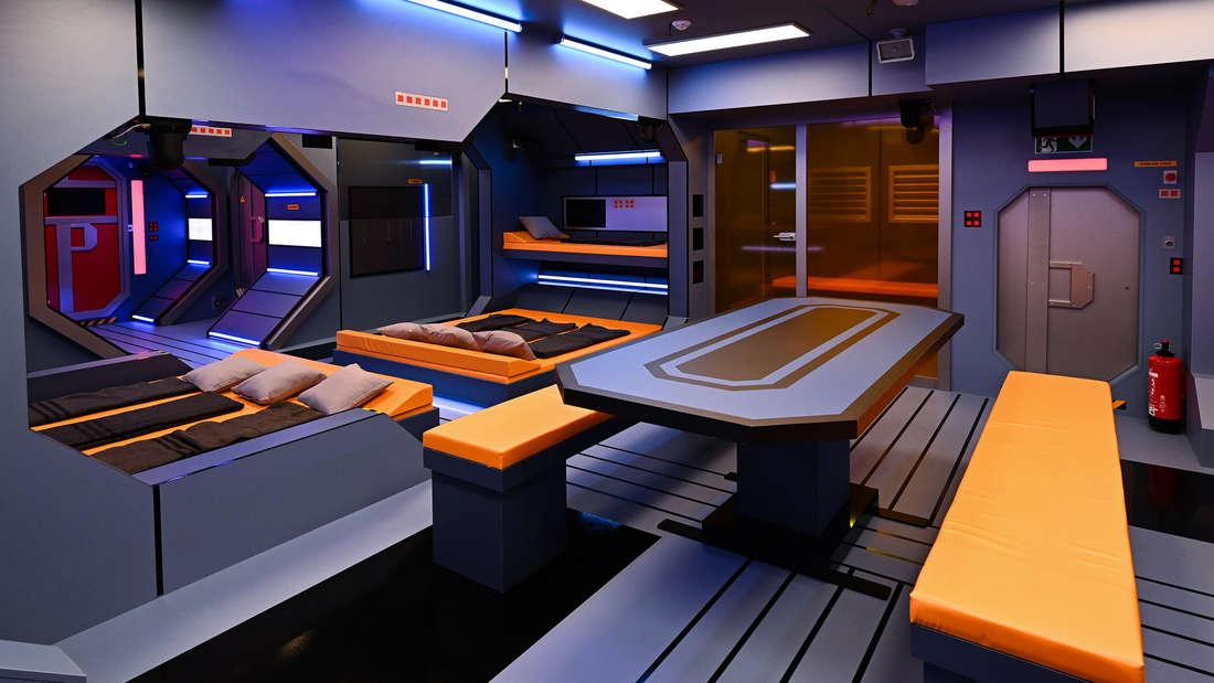 Einblick in die Raumstation - der Essbereich