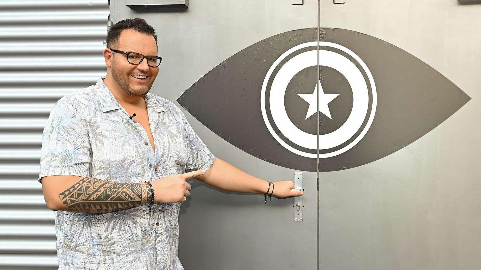 Promi Big Brother (sat.1): erster Bewohner verlässt ...