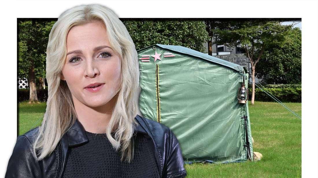 Melissa Naschweng spricht etwas, im Hintergrund ein Zelt auf einer grünen Fläche (Fotomontage)