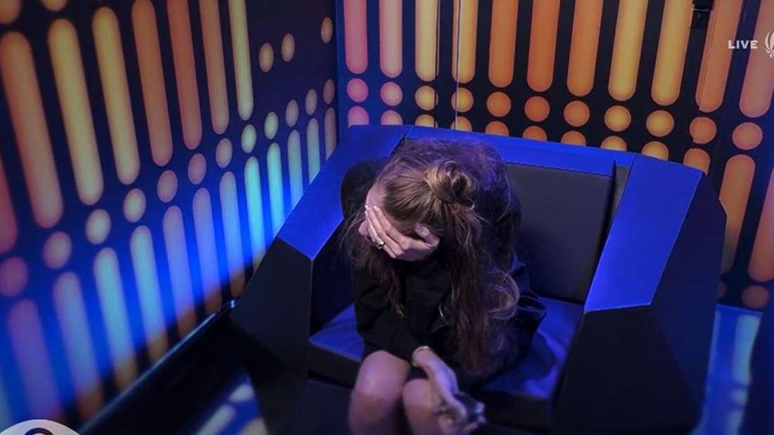 Mimi Gwozdz weinend im Einzelinterview