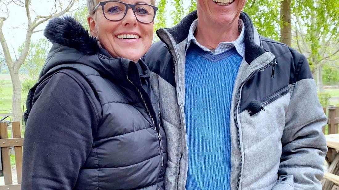 Bauer Herbert mit Hofdame Petra (Bauer sucht Frau International)