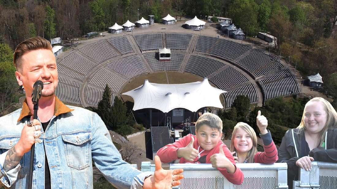 Schlagersänger Ben Zucker trägt Jeansjacke und singt in ein Mikrofon. Neben ihm sind drei junge Kinder platziert, die hinter einer Absperrung jubeln. Im Hintergrund ist die Berliner Parkbühne Wuhlheide von oben zu sehen.