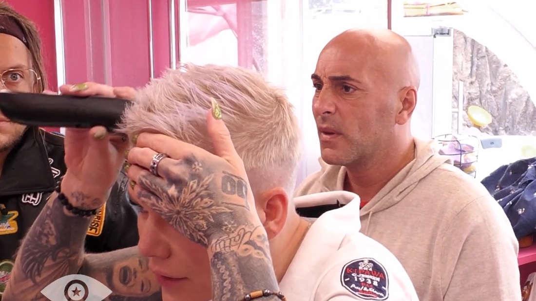 Melanie Müller rasiert sich bei Promi Big Brother eine Glatze