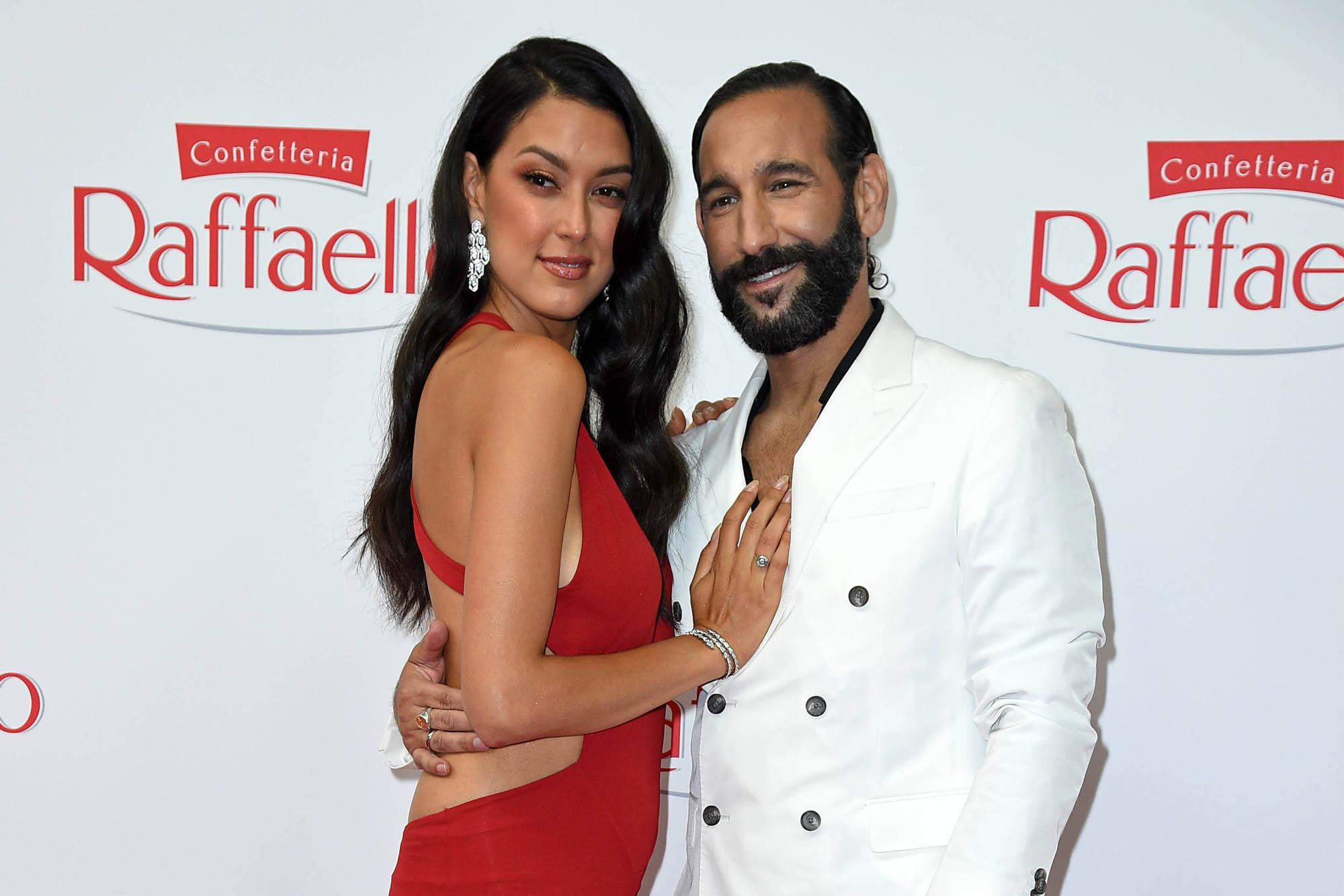 """""""Mamma Mia"""": Fans feiern taff-Moderatorin Rebecca Mir in halterlosen Strümpfen"""