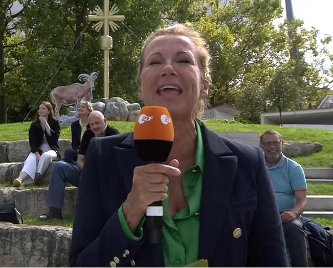 Andrea Kiewel spricht ins Mikro