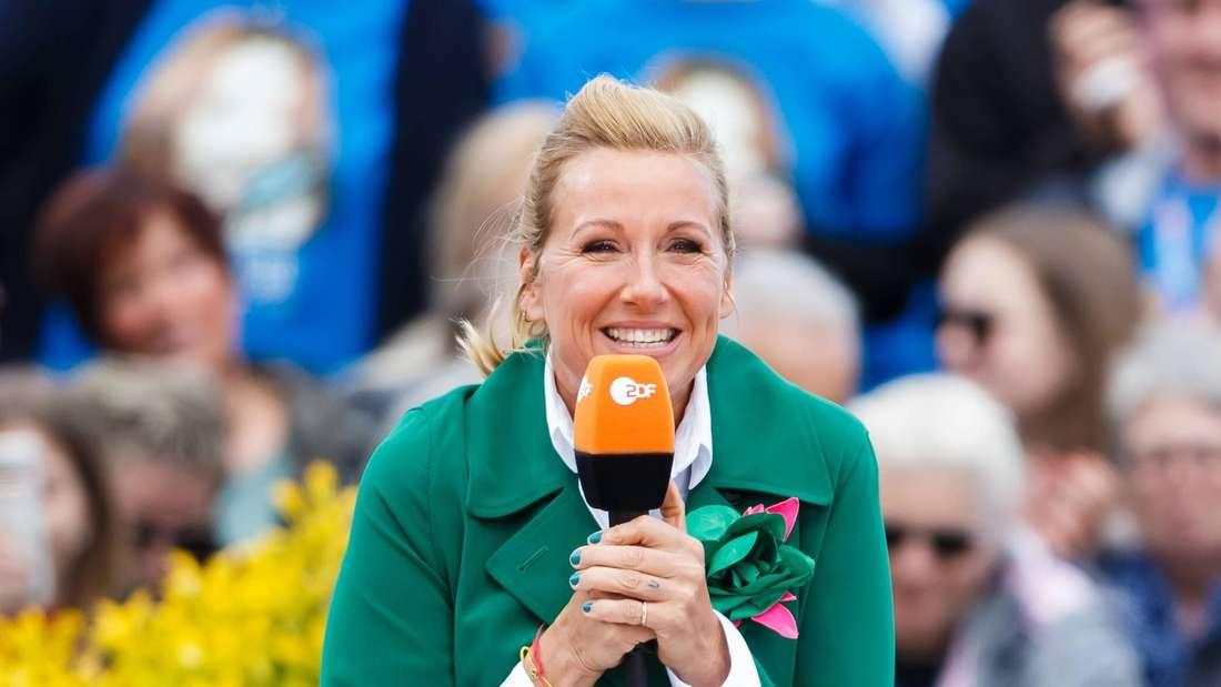 "Moderatorin Andrea Kiewel im ""ZDF-Fernsehgarten"" in Mainz."