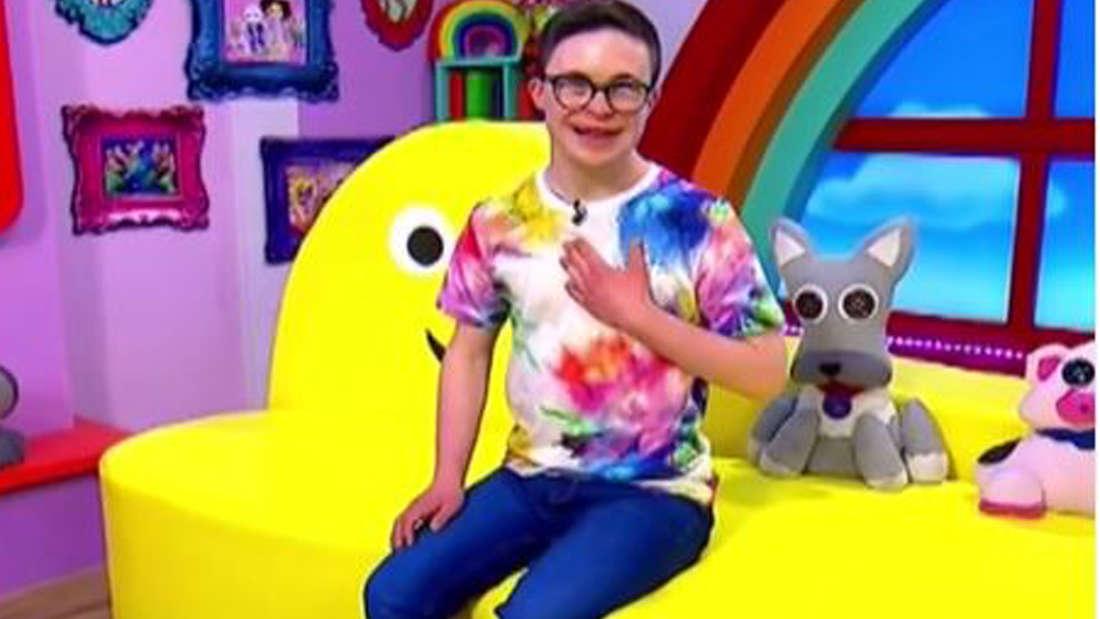 Der 20-jährige George Webster hat das Down-Syndrom - er erfüllte sich nun seinen Traum als Moderator im BBC-Kinderfernsehen