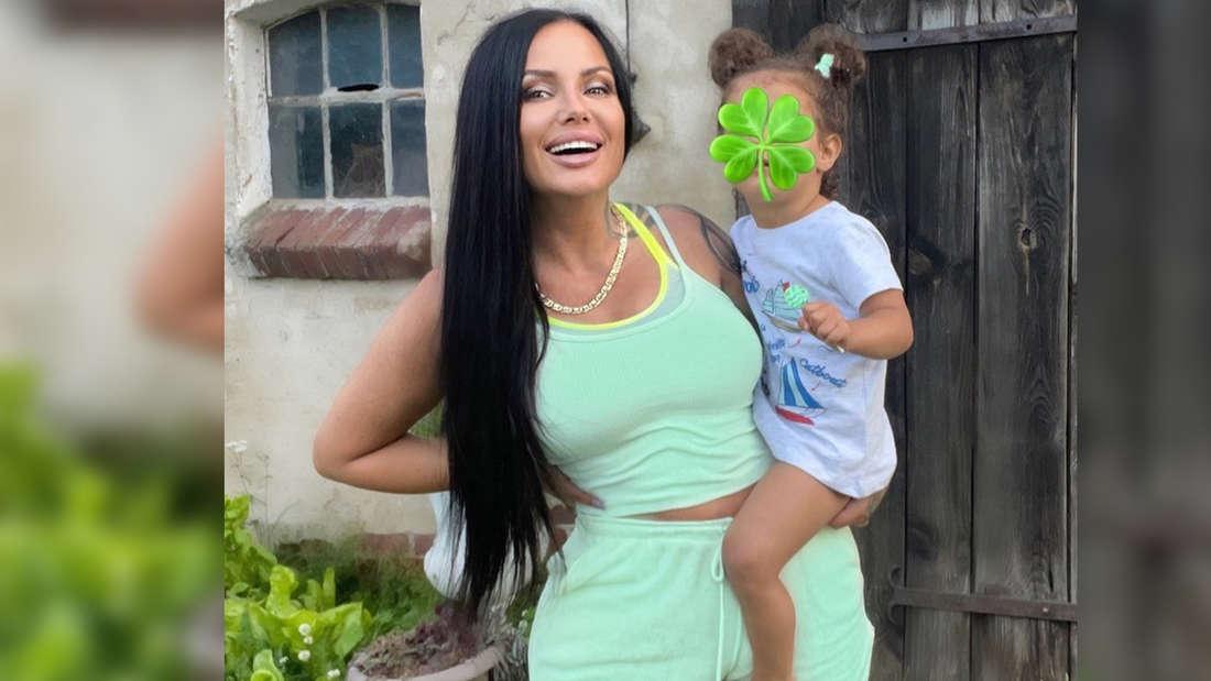 Schwesta Ewa mit ihrer zweijährigen Tochter