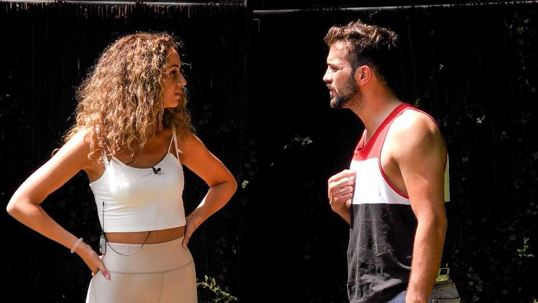 Yasin und Samira diskutieren