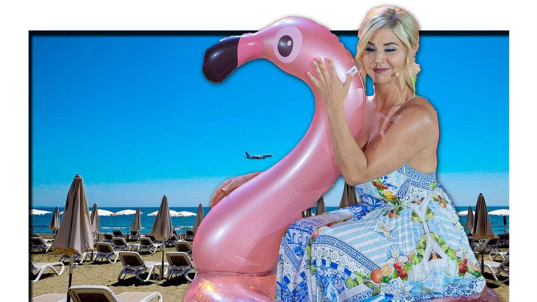 Beatrice Wgli auf einem pinken Schwimm-Flamingo, ein Strand voller Liegen